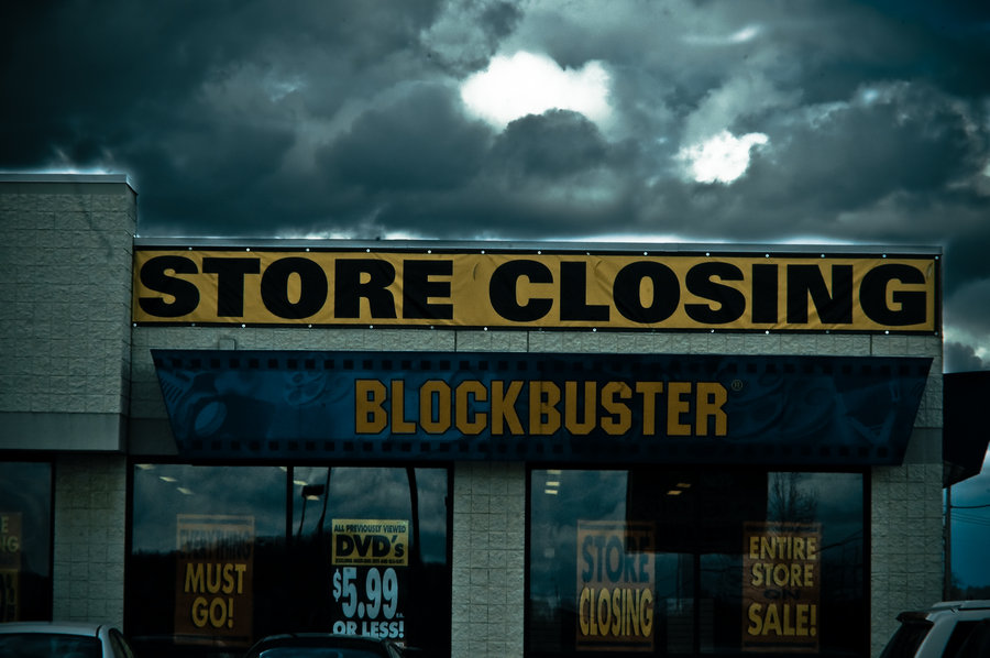 Blockbuster to shut down 164 more locations